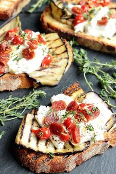 Griddled aubergine chorizo roquito chili peppers and burrata toasts Chorizo, Wrap Recipes, Milk Recipes, Healthy Recipes, Burrata Recipe, A Food, Food And Drink, Apple Streusel, Griddles