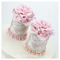 Stunning and elegant Mini #Cakes with beautiful #Rose toppers! We love and had to share! Great #CakeDecorating!