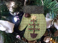 $15 Rustic Country Felt Mitten with Christmas Tree Ornament