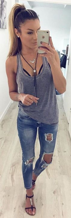 Cool 66 Easy and Casual Spring Outfits Ideas. More at https://trendfashionist.com/2018/02/18/66-easy-casual-spring-outfits-ideas/