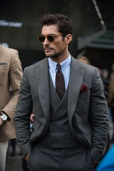The strongest looks on the street at London Collections Men A/W As the shows come to a close, take a look at the most stylish men currently in the capital Formal Men Outfit, Outfits Casual, Style Outfits, Stylish Mens Outfits, Mode Outfits, Men Casual, Casual Clothes, Classy Outfits, Summer Outfits