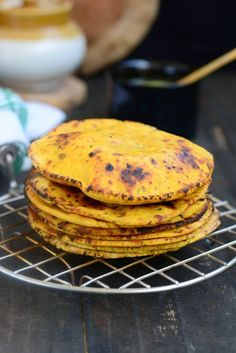 Chickpea flour flat bread slathered with a good dose of desi ghee. This is what I am going to have for my lunch today. Here is Missi Roti Recipe for you. Flour Recipes, Vegan Recipes, Cooking Recipes, Vegan Food, Curry Recipes, Bread Recipes, North Indian Recipes, Indian Food Recipes, Indian Foods