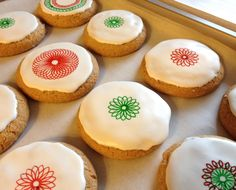 Made with the Spirograph Cyclex and extra fine tip Food Writer pens. Spirograph, Mini Cupcakes, Pens, Biscuits, Cheesecake, Writer, Cookies, Girls, Desserts