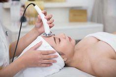 Công nghệ RF-Lifting là công nghệ sử dụng dòng điện tần số sóng vô tuyến để chăm sóc và phục hồi làn da lão hóa. Massage Body
