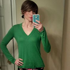 J. Crew V-neck Sweater, XS Color: Kelly Green. Beautiful fitted sweater. Lightly worn. J. Crew Sweaters V-Necks