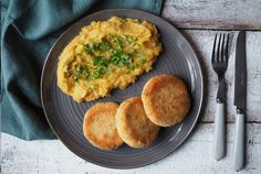 Cizrnové karbanátky sbatátovou kaší - Globus Globus Pancakes, Breakfast, Praha, Food, Globe, Morning Coffee, Essen, Pancake, Meals