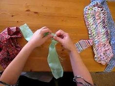 Tutorial on a rag rug type known as Amish knot rug. Synonyms include Scandinavian knot rug, toothbrush rug, and blanket stitch rug