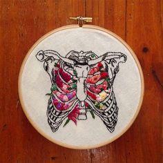 Os bordados anatômicos florais de InherentlyRandom