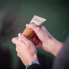 Kampf gegen rissige Hände und spröde Lippen #Tipps #rissigeHand #Handcreme #handbalsam #sprödeLippen #Lippenbalsam Convenience Store, Organic Beauty, Tips, Convinience Store