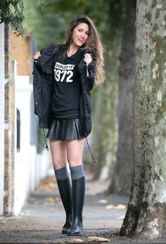 Femmes in Rubber Boots