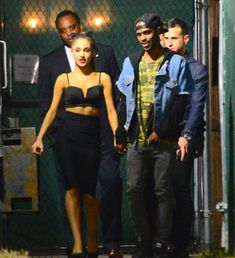 Ariana Grande Singing, Ariana Tour, Candid, Squad, Queen, Celebrities, Fashion, Moda, Celebs