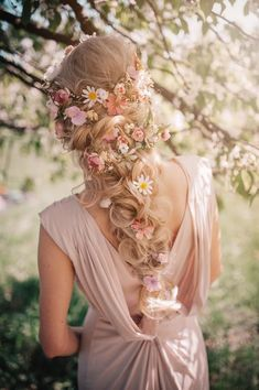 flowers in hair Romantic floral pink white flower wedding hair accessory White Wedding Flowers, White Flowers, Wedding White, Wedding Flower Hair, Romantic Flowers, Whimsical Wedding Hair, Hippie Wedding Hair, Romantic Images, Fresh Flowers