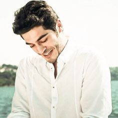 That charming look. You are killing me burak! Most Handsome Actors, Handsome Celebrities, Beautiful Celebrities, Beautiful Actresses, Handsome Guys, The Americans Tv Show, Murat And Hayat Pics, Cute Love Stories, Cute Love Couple
