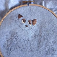 I love looking at art work in progress from those first few stitches, pencil lines or paint strokes to seeing the final piece. Here is the start of my Kitty Cat embroidery pattern. Kitty Cat was suppose to be a Siamese cat but I realised after completing the stitching of the eyes that they should be blue!! #bbillustrationsart #handembroidered #embroiderydesign #embroider #embroideryhoop #embroideryhoopart #modernembroidery #smallshop #etsyart #handmadewithlove #catart #embroiderofinstagram…
