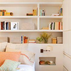 Cómo aprovechar rincones difíciles con muebles a medida y crear una zona de estudio, un office, un cabecero