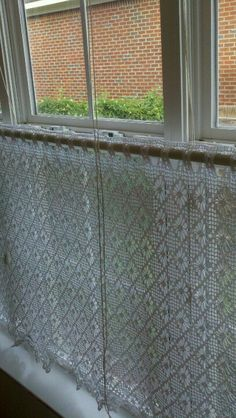 Crochet curtain - filet crochet with alternating diamonds Filet Crochet, Crochet Motifs, Crochet Stitches Patterns, Love Crochet, Crochet Lace, Country Style Curtains, Crochet Curtains, Home Curtains, Crochet Home Decor