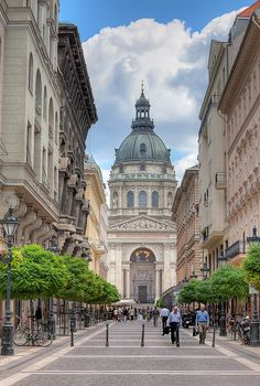 Stephen's Basilica (Hungarian: Szent István-bazilika) is a Roman Catholic basilica in Budapest, Hungary. It is named in honour of Stephen, the first King of Hungary (c whose mummified fist is housed in the reliquary. Visit Budapest, Budapest Travel, Montenegro, Places To Travel, Places To See, Architecture Antique, Modern Architecture, Bósnia E Herzegovina, Travel Around The World