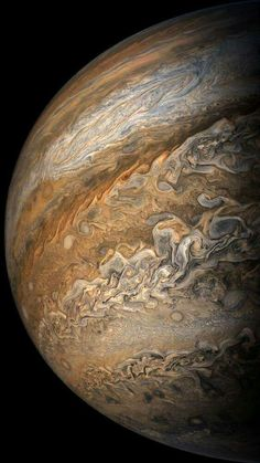 A picture of Jupiter by the space probe called JUNO Planets Wallpaper, Wallpaper Space, Galaxy Wallpaper, Jupiter Wallpaper, Cosmos, Space Planets, Space And Astronomy, Hubble Space, Fotos Do Hubble