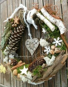 Use natural materials to make one of these 8 models of Christmas wreaths. - Decoration - Tips and Crafts Use natural materials to make one of these 8 models of Christmas wreaths. - Decoration - Tips and Crafts Noel Christmas, Rustic Christmas, Winter Christmas, Christmas Ornaments, Holiday Wreaths, Holiday Crafts, Christmas Decorations, Holiday Decor, Diy Wreath