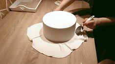 Ako potrieť tortu krémom, potiahnuť fondánom, ozdobiť zákusky ... | Tortyodmamy.sk Cake, Tableware, Dinnerware, Kuchen, Tablewares, Dishes, Torte, Place Settings, Cookies