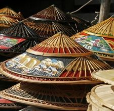 "The most iconic hat in Chinese history is the conical straw hat, often called a ""coolie"" or ""paddy"" hat because it's often worn while harvesting rice. Kung Fu, Diy Straw, Straw Hats, Chinese Hat, Chinese Bamboo, Oriental, Diy Hat, Sun Hats, Men's Hats"