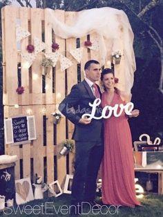 Photocall pallets from Sweet Event Decor Diy Wedding, Rustic Wedding, Dream Wedding, Wedding Day, Trendy Wedding, Wedding Anniversary, Photo Booth Backdrop, Photo Booths, Budget Planer