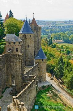Caroline - Vieux chateau à Carcassonne en France - «Citation du livre qui parle du chateau de la Bête»