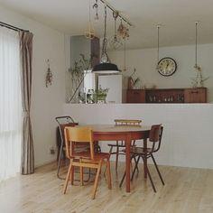 kanachiconさんの、無印良品,食器棚,ダイニング,冷蔵庫,アンティーク,ダイニングテーブル,シンプル,キッチンカウンター,カップボード,アンティーク家具,ヴィンテージ,ダイニングチェア,丸テーブル,ラウンドテーブル,シンプルインテリア,のお部屋写真