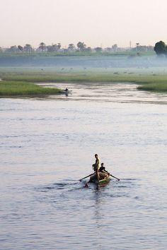 Pêcheurs du Nil , entre Luxor et Edfú  Égypte