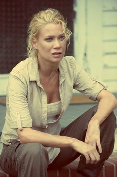 Andrea laurie holden the walking dead season 2 episode - ( . Walking Dead Tv Series, Walking Dead Season, Fear The Walking Dead, Riggs Chandler, Laurie Holden, Comic, Daryl Dixon, Actors, Dead Inside