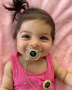 too too cute this wonderful baby girl . so beautiful smile ! Cute Baby Girl Photos, Cute Boy Pic, Cute Kids Pics, Baby Girl Images, Cute Baby Pictures, Cute Mixed Babies, Cute Babies, Beautiful Baby Girl, Beautiful Children