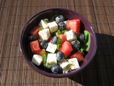 Sałatka z arbuza, fety, szpinaku i borówek - Odżywiaj się zdrowo
