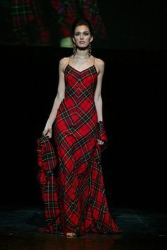 Create tartan outfit with Homelab Fabric. Many tartan styles , different materials. Tartan Fashion, Look Fashion, High Fashion, Womens Fashion, Gothic Fashion, Looks Street Style, Looks Style, Beautiful Gowns, Beautiful Outfits