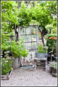 Shabby chic garden for romantic feel house design and decor french cottage gardens decorations made from Rustic Gardens, Outdoor Gardens, Farm Gardens, Herb Garden, Garden Art, Garden Plants, Cottage Garden Design, French Cottage Garden, Cozy Cottage