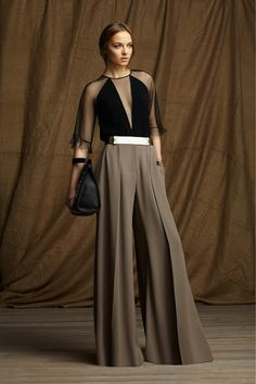 Take a look to BCBG Max Azria Pre-Fall 2013 the fashion accessories and outfits seen on New York runaways. Look Fashion, High Fashion, Fashion Show, Womens Fashion, Fashion Design, Fashion Trends, Runway Fashion, Luxury Fashion, Latest Fashion