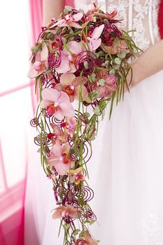 Teardrop shape, waterfall or rather round? Bridal bouquets come in many shapes and sizes. In order to help you with the selection, you will find vario. Cascading Wedding Bouquets, Cascade Bouquet, Bride Bouquets, Bridal Flowers, Floral Bouquets, Wedding Themes, Wedding Designs, Wedding Decorations, Wedding Arrangements
