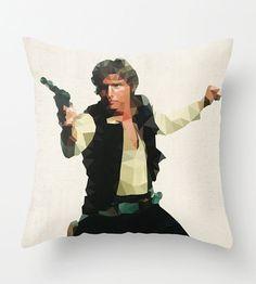 Star Wars pude – Han Solo – Den perfekte gave til Fars Dag den 5. juni - Giv Far hans helt egen sofapude med motiv fra Star Wars i trendy polygon-grafik som også ser flot og moderne ud i stuen. Win-win til Mor og Far ;-)