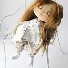 Вот такая Сонюшка родилась сегодня).ПРОДАНА!Продается,цена 4200+300 почтовые расходы.Рост 25 см. Умеет спать лёжа и сидя. Одежда вся сьемная,волосы козочка можно делать прически .#текстильнаякукла #интерьернаякукла #куклаизткани #кукласвоимируками #кукла #куклаинтерьерная #куклавподарок #ручнаяработа #doll #tori_dolls #artdoll #hendmade