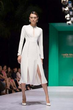 Cutout Dress, Fashion Dresses, Dresses With Sleeves, Gowns, Lady, Long Sleeve, Fashion Show Dresses, Vestidos, Dresses