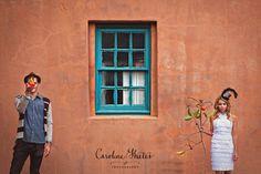Caroline Ghetes é uma fotógrafa de casamentos e noivados, mas a sua objectiva captura estes momentos como poucos são capazes. Em vez das convencionais imagens a que estamos habituados nestes eventos, as fotografias de Ghetes têm uma verdadeira personalidade. http://obviousmag.org/archives/2011/01/as_fotografias_de_casamento_nunca_mais_foram_as_mesmas.html