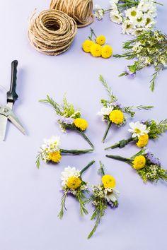 How To Make A Stunning Flower Crown In Under 20 Minutes – Receita Flower Crown Tutorial, Diy Flower Crown, Diy Crown, Flower Crowns, Flower Hair, Bunch Of Flowers, Types Of Flowers, Diy Flowers, Pretty Flowers