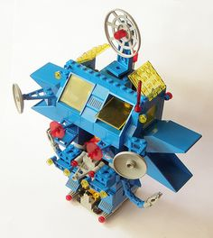 """LEGO set 6951, the """"Robot Command Center,"""" a large robotic vehicle from the LEGOLAND Space theme released in 1984"""