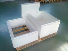 Opakowanie Styrobox ST Maxi do transportu żywności z nadstawką. Wymiary zewnętrzne opakowania do żywności: 600 x 800 x 670 mm Wymiary wewnętrzne: 470 x 670 x 540 mm Grubość ścianki: 65 mm Pojemność 169,0 l