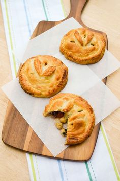 Roast vegetables, chickpeas and hummus encased in golden flaky puff pastry. Perfect for a picnic or lunch. Suitable for vegetarians, vegans or a dairy free diet. http://www.tinnedtomatoes.com