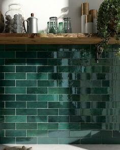 Green Tile Backsplash, Kitchen Splashback Tiles, Kitchen Tiles Design, Modern Kitchen Tiles, Wall Tiles Design, Bathroom Tile Designs, Moroccan Wall Tiles, Moroccan Bedroom, Moroccan Interiors