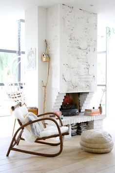 Homes with Heart: Eclectic Modern Family Home- I kinda like that fireplace! My Living Room, Home And Living, Living Spaces, Home And Family, Modern Family, Pouf Cuir, Home Interior, Interior Design, White Wash Brick
