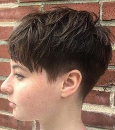 20 stunning looks with pixie cut for round face best hairstyles haircuts Pixie Haircut For Round Face Cut Face haircuts hairstyles Pixie stunning Popular Short Haircuts, Short Pixie Haircuts, Haircuts For Long Hair, Girl Haircuts, Hairstyles Haircuts, Cool Hairstyles, Haircut Short, Short Bangs, Haircut Styles