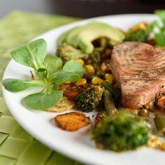Stek z tuńczyka z warzywami na patelnię #tuńczyk #brokuły #kukurydza #awokado #tuna #broccoli #corn #avocado