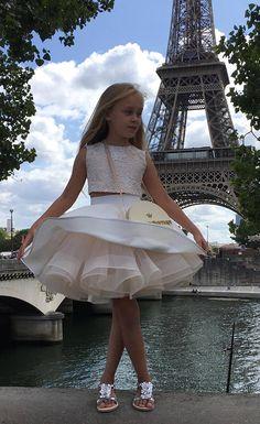 Marfil Champagne dos piezas de la flor vestido de niña