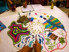 arteterapia Art therapy A group mandala showing how people saw themselves in the group. Making a mandala is a discipline for pulling all those scattered a. Art Therapy Projects, Art Therapy Activities, Art Projects, Therapy Ideas, Group Activities, Counselling Activities, Group Projects, Art Journal Pages, Art Journals